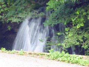 輪島市の山中にある男女滝