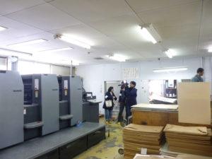 まず印刷工場から取材開始