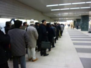 北陸新幹線乗車の行列